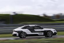 Självkörande Audi RS 7 i mål på Hockenheim