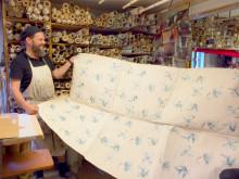 Besök bland traditionella, handtryckta tapeter