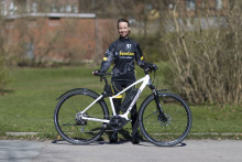 Elcykel – Kul eller fusk? Cathrine Suber provar något nytt i årets giro.