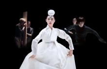 Vårens gästspel: Upprorets poet och Korea Connections