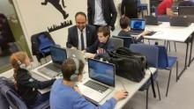 IT-ministern besökte kodstuga på Vittra Brotorp