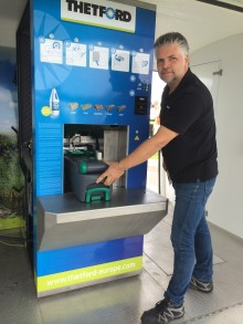 Slut på slit med skit – Thetford premiärvisar toatömningsrobot på Elmia Husvagn Husbil