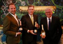 Perrier-Jouët zelebriert die Einführung eines neuen Flaschen-Designs – eine Hommage an die ersten Prestige Cuvées des Champagner Hauses