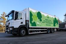 Arlalla on nyt kevyt biokaasujalka: Biokaasuauto kuljettaa tuotteet ympäristöystävällisesti pääkaupunkiseudulla
