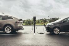 Enklere, raskere og billigere elbil-lading