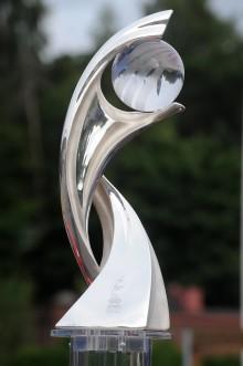 Norrköping första anhalt för UEFA Dam-EM 2013 trofén!