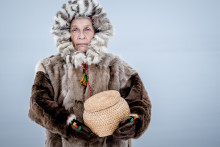 Ny dokumentärfilm om Maj Doris Rimpi, hederspristagare, stridbar pionjär och konstnärssjäl