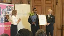 Afnan Khabiri får kungligt pris för framgångsrikt ungt ledarskap