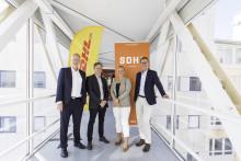 När det viktigaste behöver komma fram – DHL går in som huvudsponsor för svensk damhockey