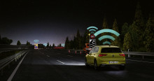 Teknisk milstolpe i trafiksäkerhet: experter berömmer Volkswagens Car2X-funktion