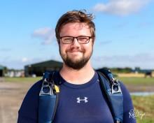 Henrik Raimer är världsmästare i Speed Skydiving