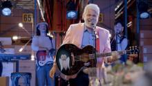 """Hasse """"Kvinnaböske"""" Andersson tolkar Backstreet Boys i NetOnNet:s """"Lager Than Life"""""""