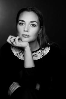 "Catherine Blaavinge Bjørnevog debuterer med diktsamlinga ""Um sakne springe blome"""