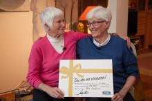 Rita vann 6,3 miljoner på lott från Miljonlotteriet – nu ska hon upptäcka världen tillsammans med sin tvillingsyster!