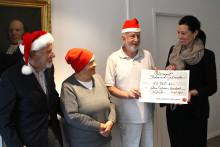 Hedemora Jultomtar kan hjälpa fler behövande barnfamiljer - får gåva från Södra Dalarnas Sparbank
