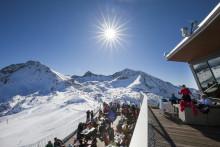 Skidcharter från Norrköping till ett av de sol- och snösäkraste skidområdena i Europa