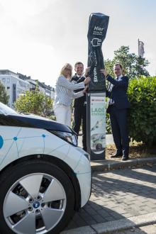 Santander eröffnet E-Ladesäule in Dortmund