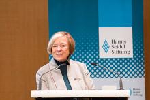 """Hanns-Seidel-Stiftung gibt 150.000 Broschüren zur Flüchtlingsarbeit aus – Reißender Absatz von  """"Ich zeige Dir meine Stadt"""""""