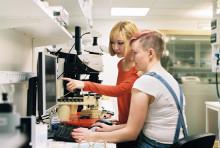 Skolbesök ska locka unga till industrin