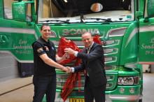 Så fik Europamesteren sin præmie - en helt ny lastbil