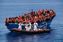 Flera hundra räddade i första aktionen på Medelhavet