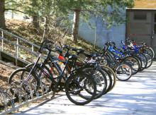 Ilman kypärää pyöräilevät: kypärättömyydelle ei erityistä syytä