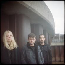 All We Are – med norske Guro Gikling på bass og vokal – signerte med DeepSix/Domino og isolerte seg i den norske fjellheimen. Hør første smakebit på resultatet her!