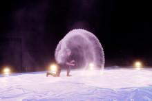 Premiär för dansmagi med 500 kg salt på Norrlandsoperans scen