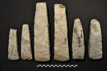 Seks stenalder-økser genforenes