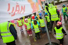 55 000 förskolebarn går baklänges – kräver att få åka säkert i bilen