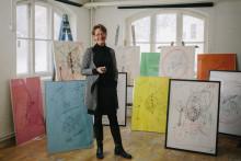 Gudrun Schyman auktionerar ut tavlor genom ny film om Den rosa periodens konst
