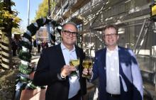 Stadtsparkasse München feiert Richtfest für 23 neue Wohnungen in Schwabing