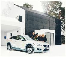 """Familjen Lindell lever """"One Tonne Life"""" med klimatsmart trähus, elbil och avancerade energilösningar"""