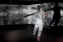 Dansföreställningen Extended med Helena Franzén på Östasiatiska museet