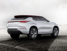 """Mitsubishi auf der Paris Motorshow 2016: Weltpremiere für Plug-in Hybrid-SUV-Studie """"GT-PHEV Concept"""""""
