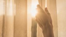 Säkra ersättning till riskgrupper som riskerar inkomstbortfall vid hemmakarantän