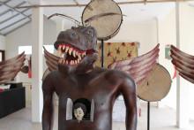 Heri Dono –  besjälade maskiner, maskerade i humor, skapar en tankeväckande satir.