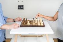 Freedesk, ett höj- och sänkbart bord,  från hobby till global framgång