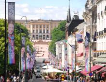 Oslo er paradeklar - disse bærer regnbueflagget