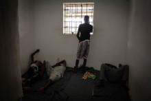 Libyen: Flyktingar inlåsta mitt i striderna – måste evakueras
