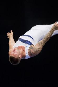 Guldyra när storfavoriten Jonas Nordfors tog SM-guld i trampolin, DMT och synkron trampolin