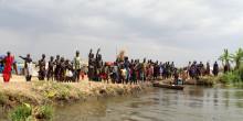 Deler ut livsnødvendig utstyr til internt fordrevne i Sør-Sudan