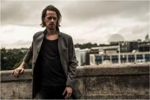 Skådespelaren Fredrik Wagner spelar journalist i TV4:s Dicte