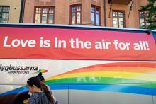 Love is in the air for all - Flygbussarna på Stockholm Pride