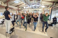 Speeddejta dig till ett jobb på Sveriges första trampolinpark med parkour-/freerunbana