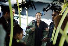 Seinabo Sey ger överraskningskonsert ombord på elbusslinjen