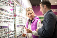 Gold-medal winning Olympian unveils new Vision Express store