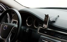 Möt det nya skärpta lagkravet för användning av mobiler i bil