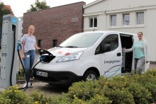In eine umweltverträgliche Zukunft unterwegs - Westfalen Weser Energie unterstützt Klimaschutzagentur Weserbergland mit Elektroauto
