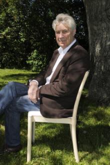 Inbjudan till pressvisning av utställningen ÅKE AXELSSON - MÖBELSKAPAREN